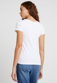Levi's® - TEE 2 PACK - T-shirts - white - 2