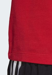 adidas Originals - TIGHT T-SHIRT - Camiseta estampada - red - 7