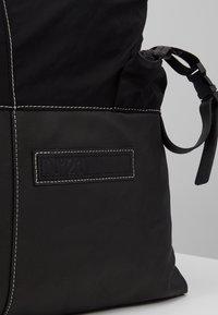 N°21 - Batoh - black - 7