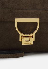 Coccinelle - ARLETTIS SATCHEL - Handbag - reef - 4