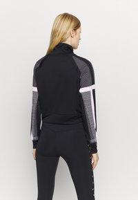 Nike Performance - Trainingsvest - black/white/metallic silver - 2