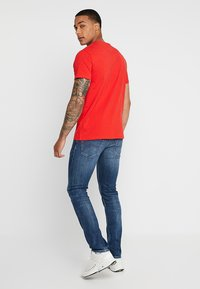 Tommy Jeans - BADGE TEE - Basic T-shirt - red - 2