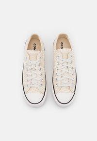 Converse - CHUCK TAYLOR ALL STAR LIFT - Tenisky - vintage white/egret/black - 5