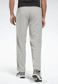 Reebok - SMALL LOGO ELEMENTS PANTS - Verryttelyhousut - grey - 2