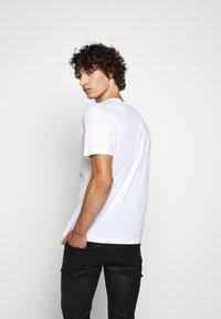 Belstaff - COTELAND  - Print T-shirt - white - 2