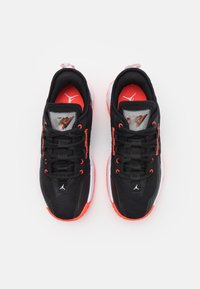 Jordan - ONE TAKE II UNISEX - Obuwie do koszykówki - black/bright crimson/white - 3