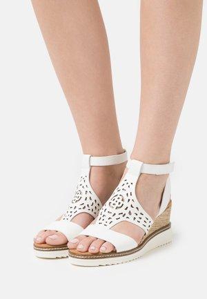 ESRA EVO - Sandalen met sleehak - white
