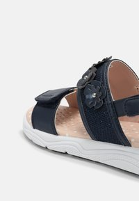 Geox - DEAPHNE GIRL - Sandals - navy - 4