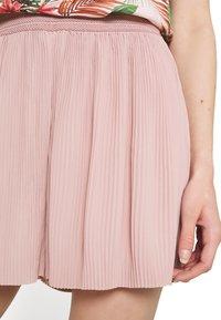 ONLY - ONLMARIN PLISSE - Shorts - adobe rose - 3