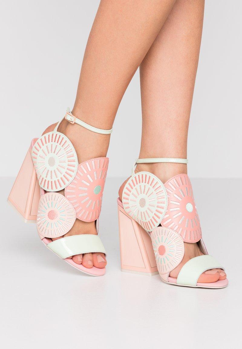 Kat Maconie - FRIDA - Sandály na vysokém podpatku - seashell/multicolor