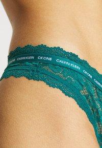 Calvin Klein Underwear - THONG - String - turtle bay - 4