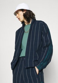adidas Originals - UNISEX - Summer jacket - collegiate navy - 3