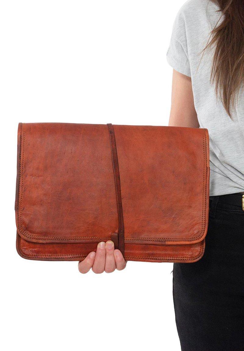 Gusti Leder - Laptop bag - brown