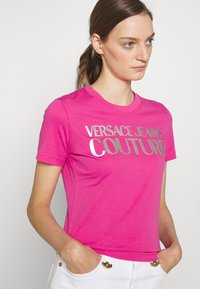 Versace Jeans Couture - Print T-shirt - pink/silver - 3
