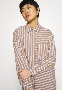 Marc O'Polo DENIM - BLOUSE LONGSLEEVE FLAP POCKET - Button-down blouse - multi/milky coffee - 4