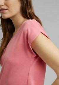 Esprit - FASHION - Basic T-shirt - coral - 4