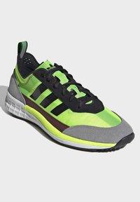 adidas Originals - SL 7200 SHOES - Trainers - black - 3