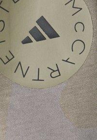 adidas by Stella McCartney - TEE - Triko spotiskem - clay/grey - 2