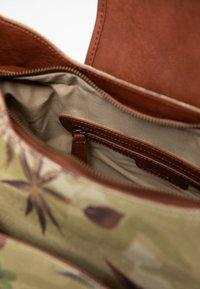 Desigual - BOLS CAMOLOVER KYOTO - Across body bag - green - 6