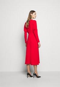 Victoria Beckham - DOLMAN MIDI DRESS - Denní šaty - tomato red - 2
