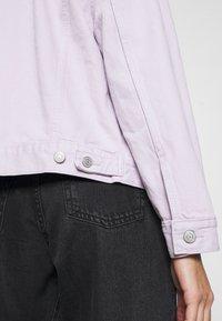 Levi's® - EX BOYFRIEND TRUCKER - Denim jacket - chalky lavender - 4
