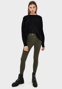 Bershka - Jeans Skinny Fit - khaki - 1