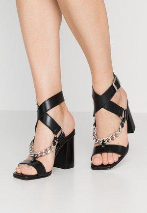 RHIANNA - Korolliset sandaalit - black