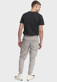 Redefined Rebel - PATRICK - Tracksuit bottoms - mid grey melange - 2