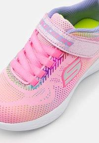 Skechers Performance - GO RUN 600 SHIMMER SPEEDER UNISEX - Scarpe running neutre - light pink/multicolor - 5