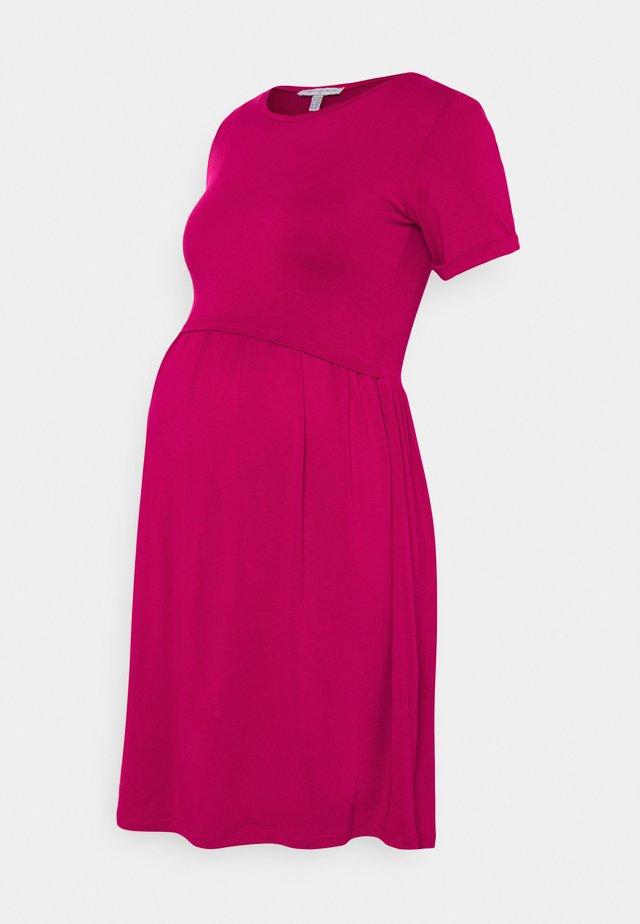 LIMBO - Sukienka z dżerseju - raspberry