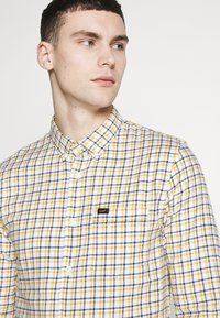 Lee - SLIM FIT - Camicia - golden yellow - 3
