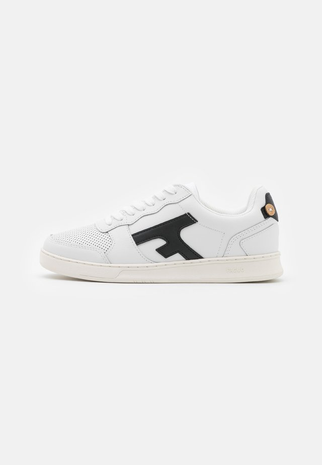 HAZEL UNISEX - Matalavartiset tennarit - white/black