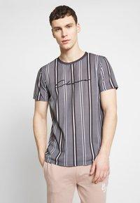 CLOSURE London - STRIPE HERRINGBONE TEE - T-shirt con stampa - grey - 0