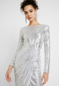 Nly by Nelly - PADDED SEQUIN DRESS - Cocktailkjoler / festkjoler - silver - 4
