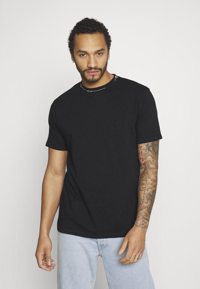 ESSENTIAL SIGNATURE HIGH NECK - Basic T-shirt - black