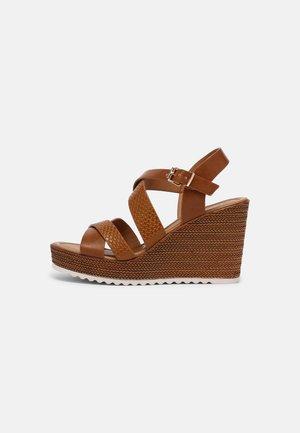 Sandály na platformě - brown