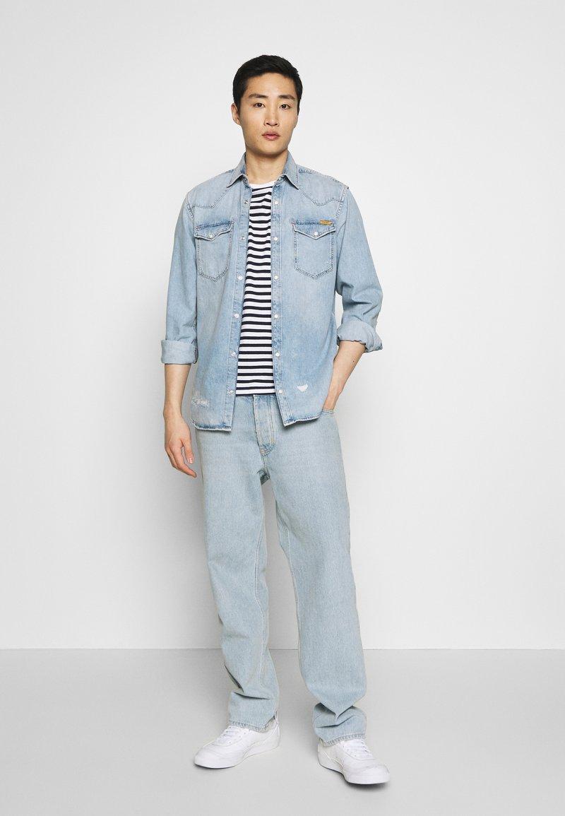 Pier One - 2 PACK - Basic T-shirt - white/dark blue