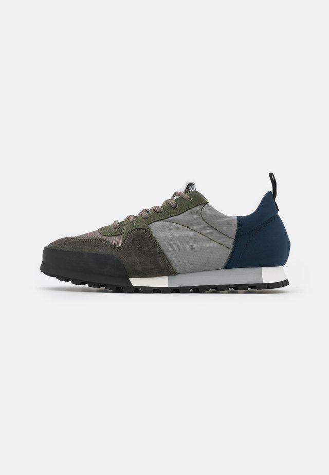 Sneakers laag - pale khaki