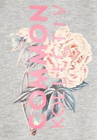 Common Kollectiv - FLORAL HOODIE UNISEX - Sweatshirt - light grey - 2