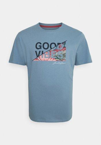 JJKIM TEE CREW NECK - T-shirt med print - faded denim