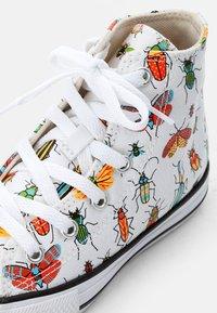 Converse - CHUCK TAYLOR ALL STAR - Zapatillas altas - white/natural ivory/black - 5