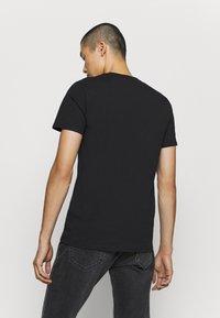 CLOSURE London - CITY TEE - Print T-shirt - black - 2