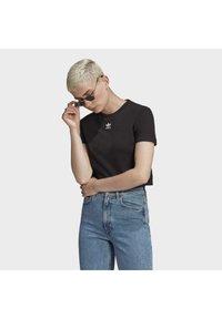 adidas Originals - TOP ADICOLOR ORIGINALS REGULAR T-SHIRT - T-shirts med print - black - 0