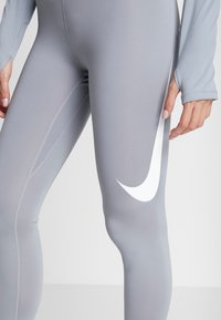Nike Performance - SWOOSH-RUNNING TIGHT  - Medias - particle grey - 4