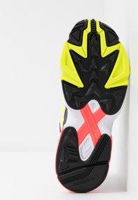 adidas Originals - FALCON 2000 - Sneakersy niskie - solar yellow/raw white - 8