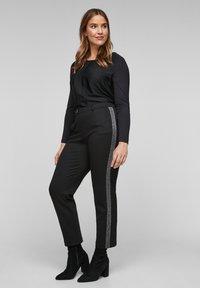 Triangle - MIT GLITZER-GALONSTREIFEN - Trousers - black - 1