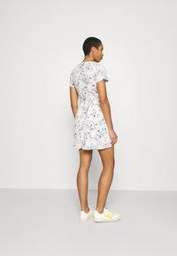 Abercrombie & Fitch - RUFFLE WRAP DRESS  - Kjole - white - 2
