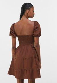 Bershka - Vapaa-ajan mekko - brown - 2
