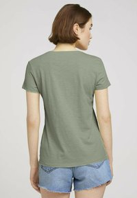 TOM TAILOR DENIM - Print T-shirt - light dusty green - 2