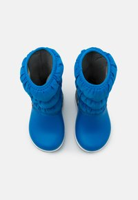 Crocs - CROCBAND WINTER UNISEX - Winter boots - bright cobalt/light grey - 3